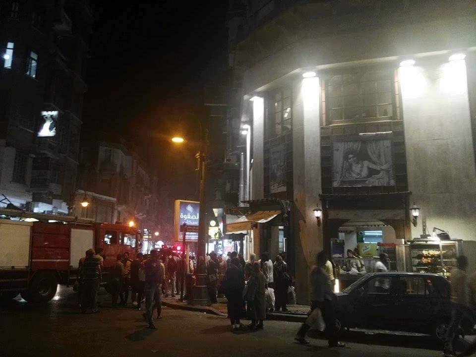 حريق نشب بأحد المطاعم وسط الإسكندرية (1)