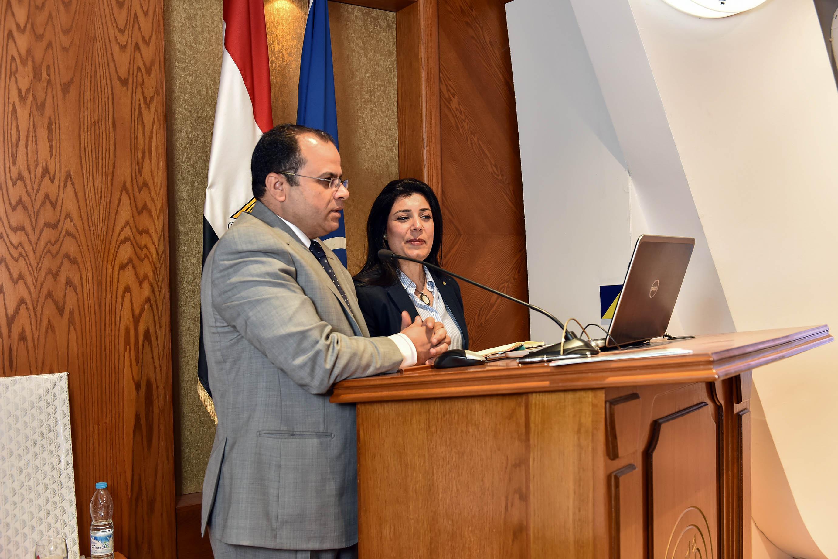 2- رئيس وفد الشباب  أثناء اللقاء