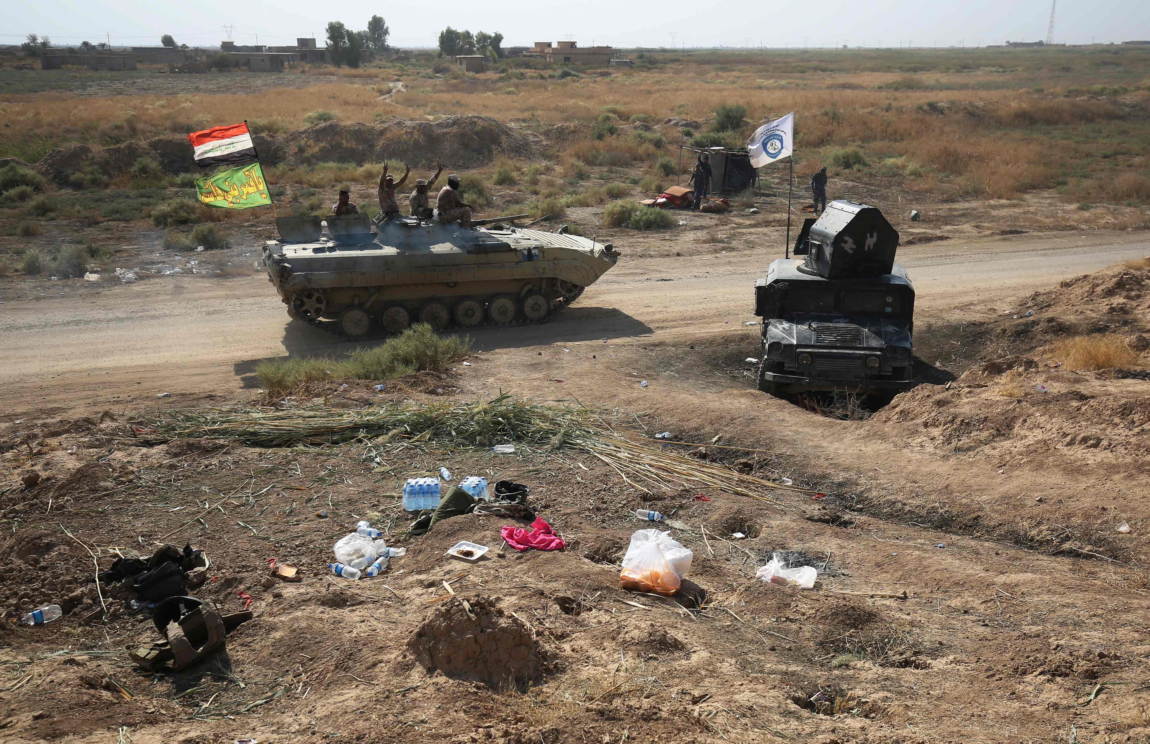 الأكراد يتركون أسلحتهم  ويفرون مع تقدم القوات العراقية