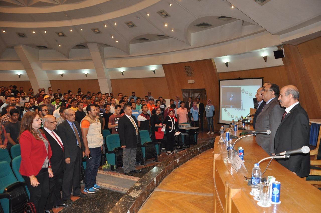 اطلاق مبادرة الخمس جنيهات لابراهيم حجازي بجامعة حلوان (5)