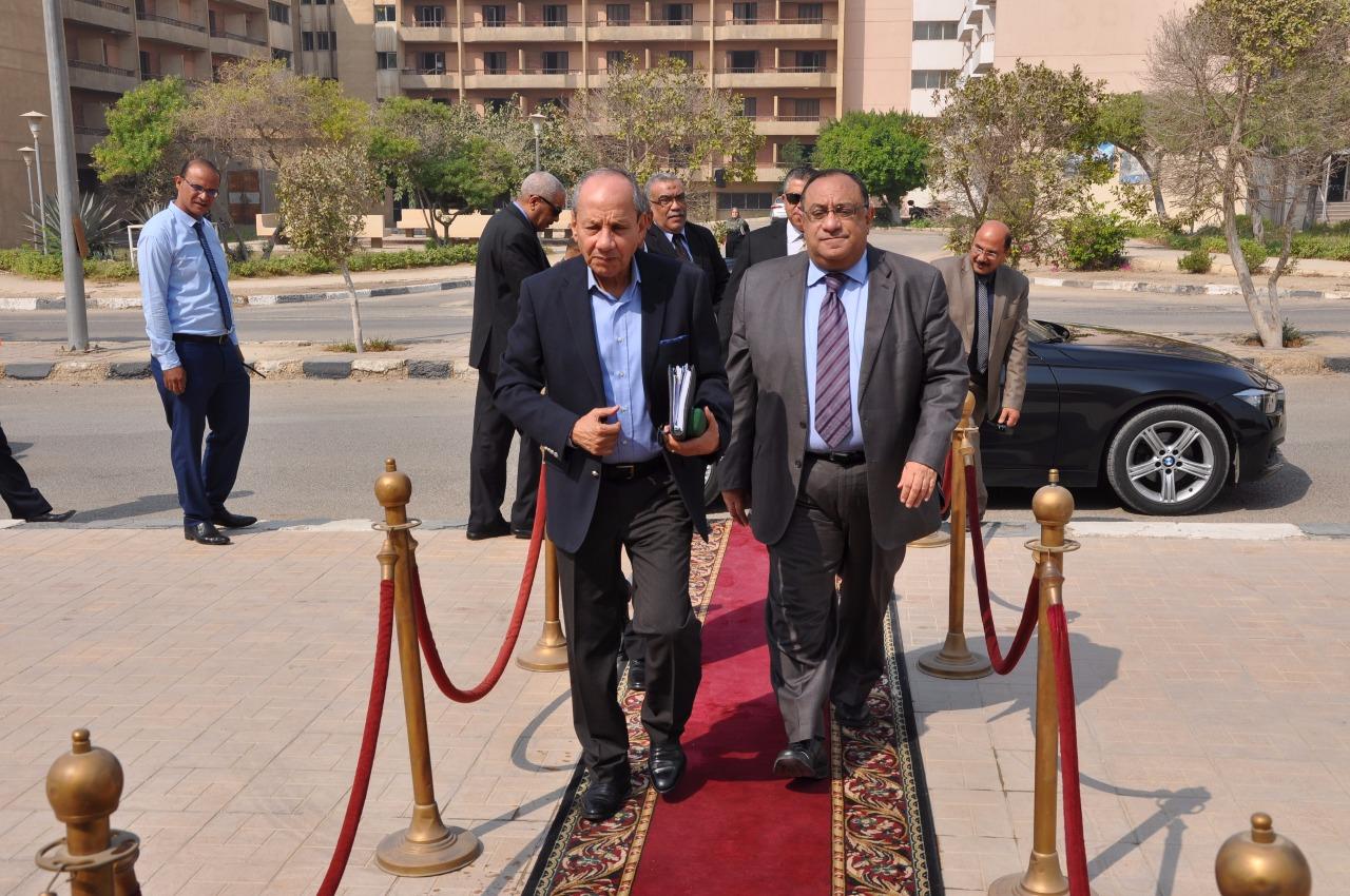 اطلاق مبادرة الخمس جنيهات لابراهيم حجازي بجامعة حلوان (3)
