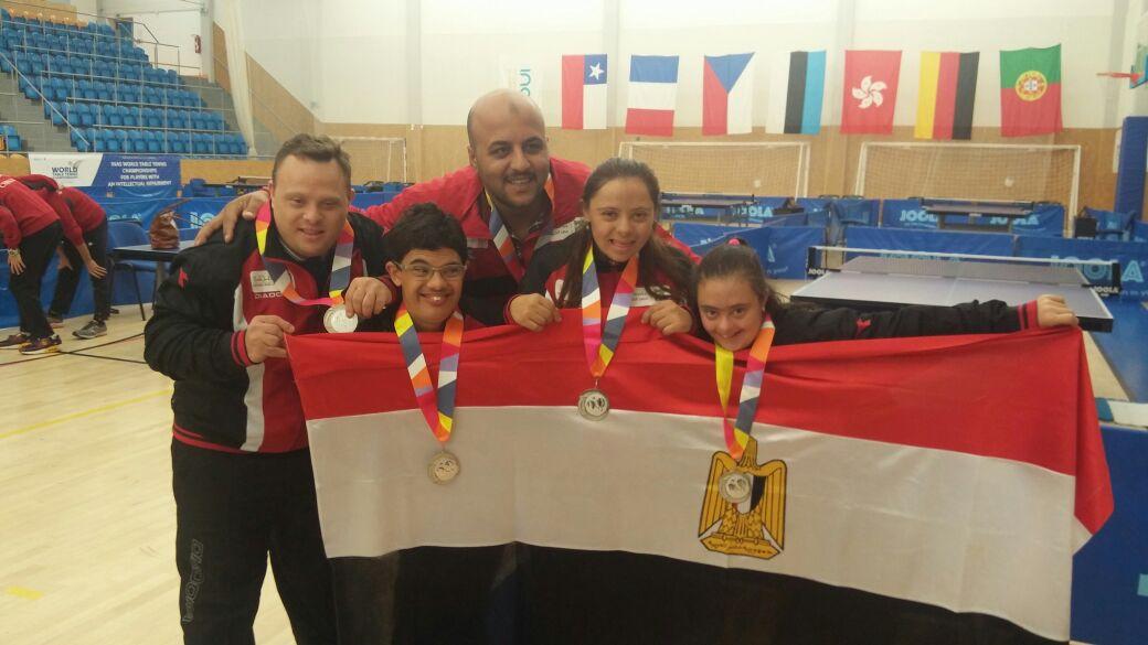 مازن يرفع علم مصر