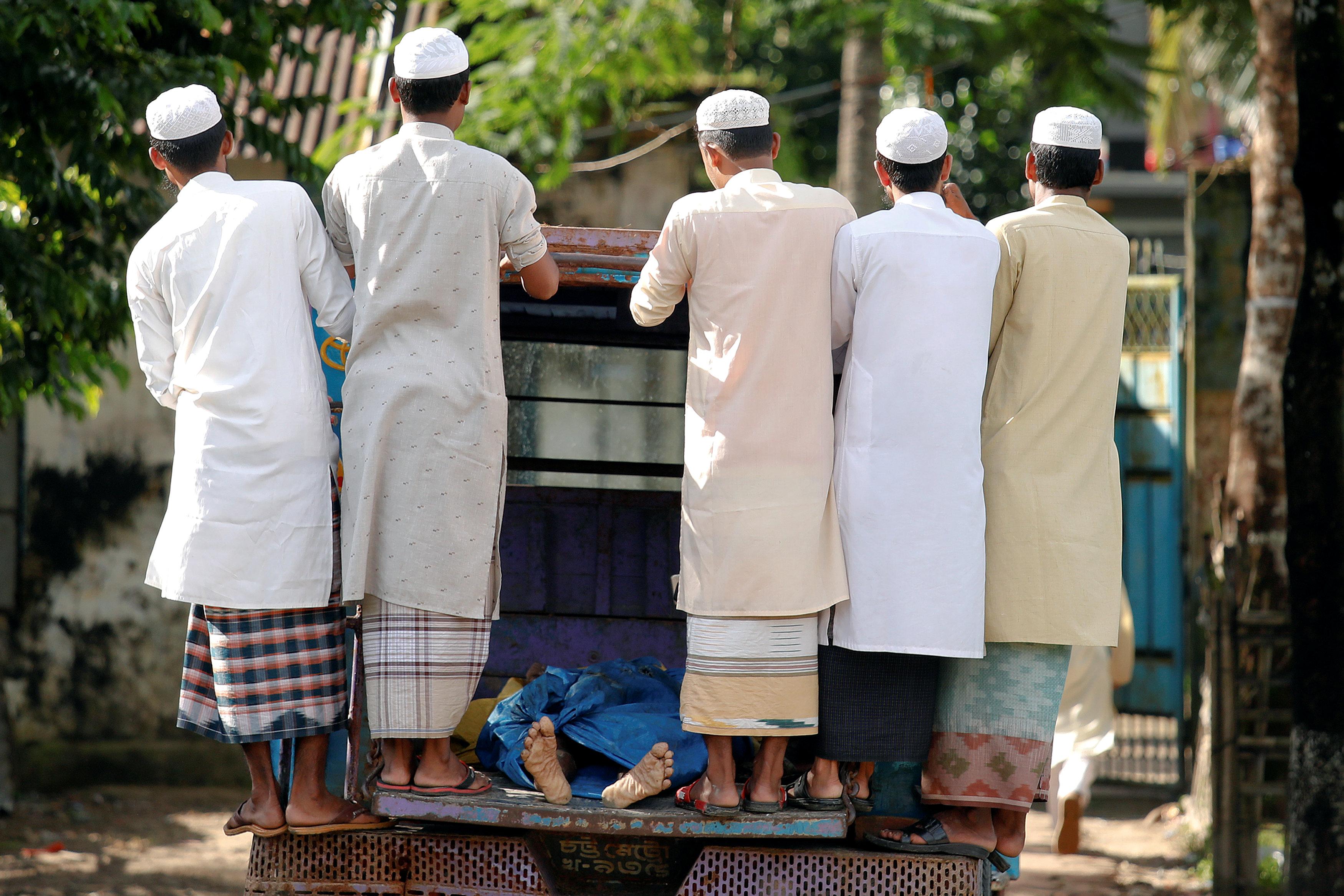 2017-10-09T041032Z_1350816034_RC15926B3F90_RTRMADP_3_MYANMAR-ROHINGYA