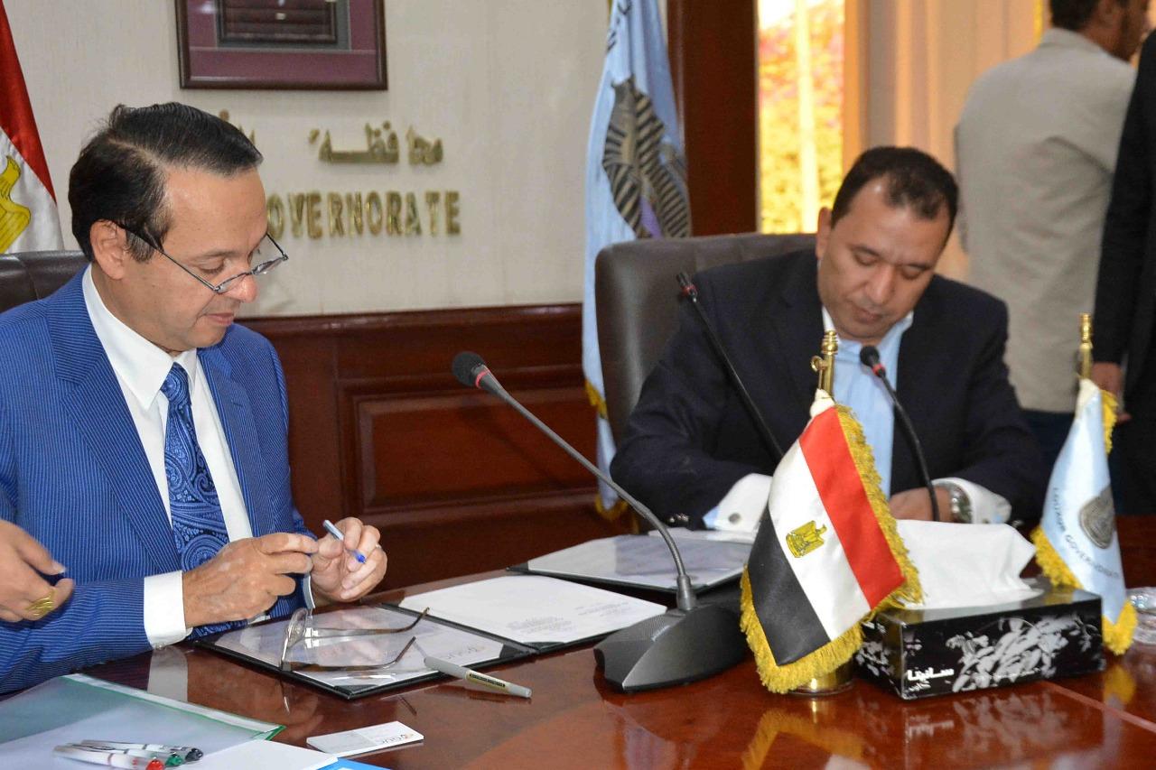محافظة الأقصر توقع بروتوكول تعاون مع الجامعة الألمانية لتنفيذ مشروعات تنموية  (5)