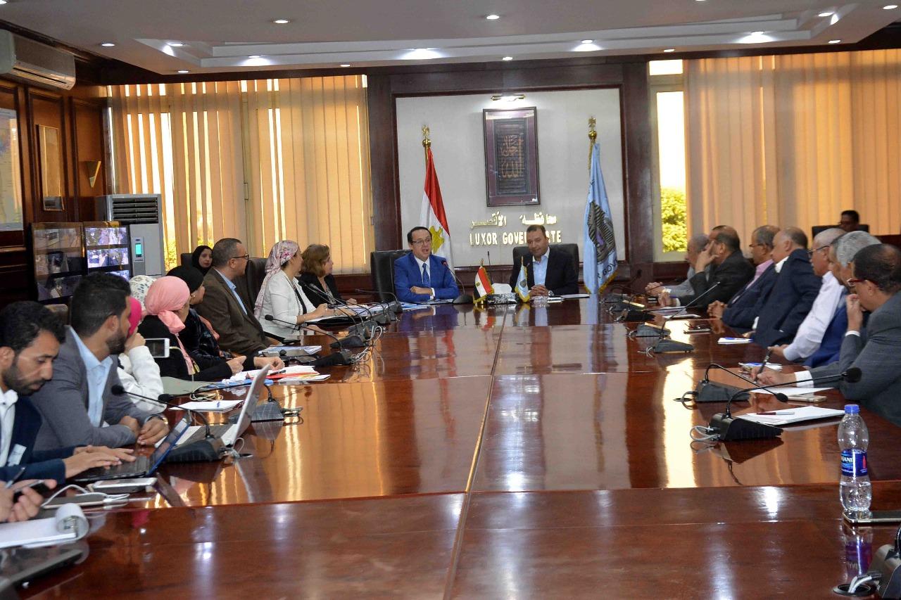محافظة الأقصر توقع بروتوكول تعاون مع الجامعة الألمانية لتنفيذ مشروعات تنموية  (3)