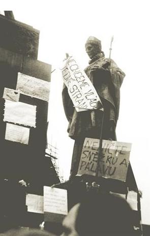 شعارات الثورة السلمية