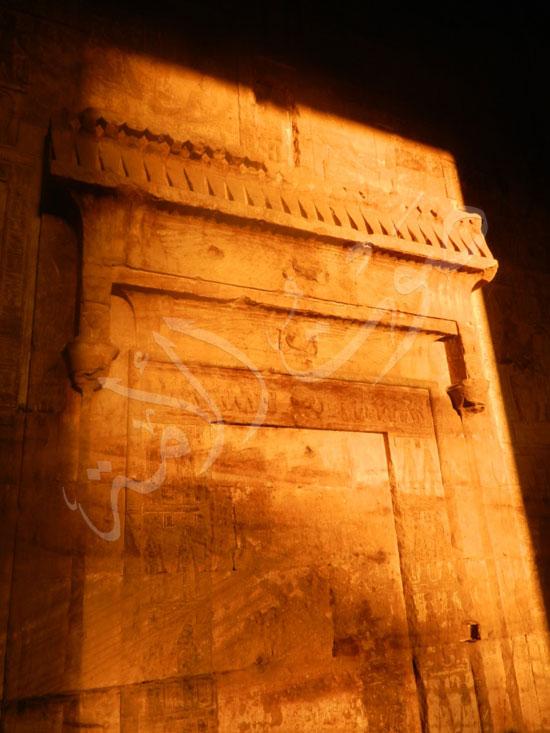 258393-جانب-من-نقوش-جدران-المعبد