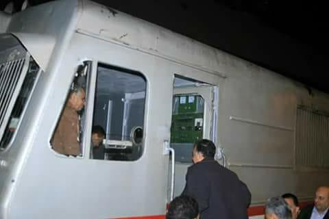 وزير النقل يستقل أحد جرار أحد القطارات
