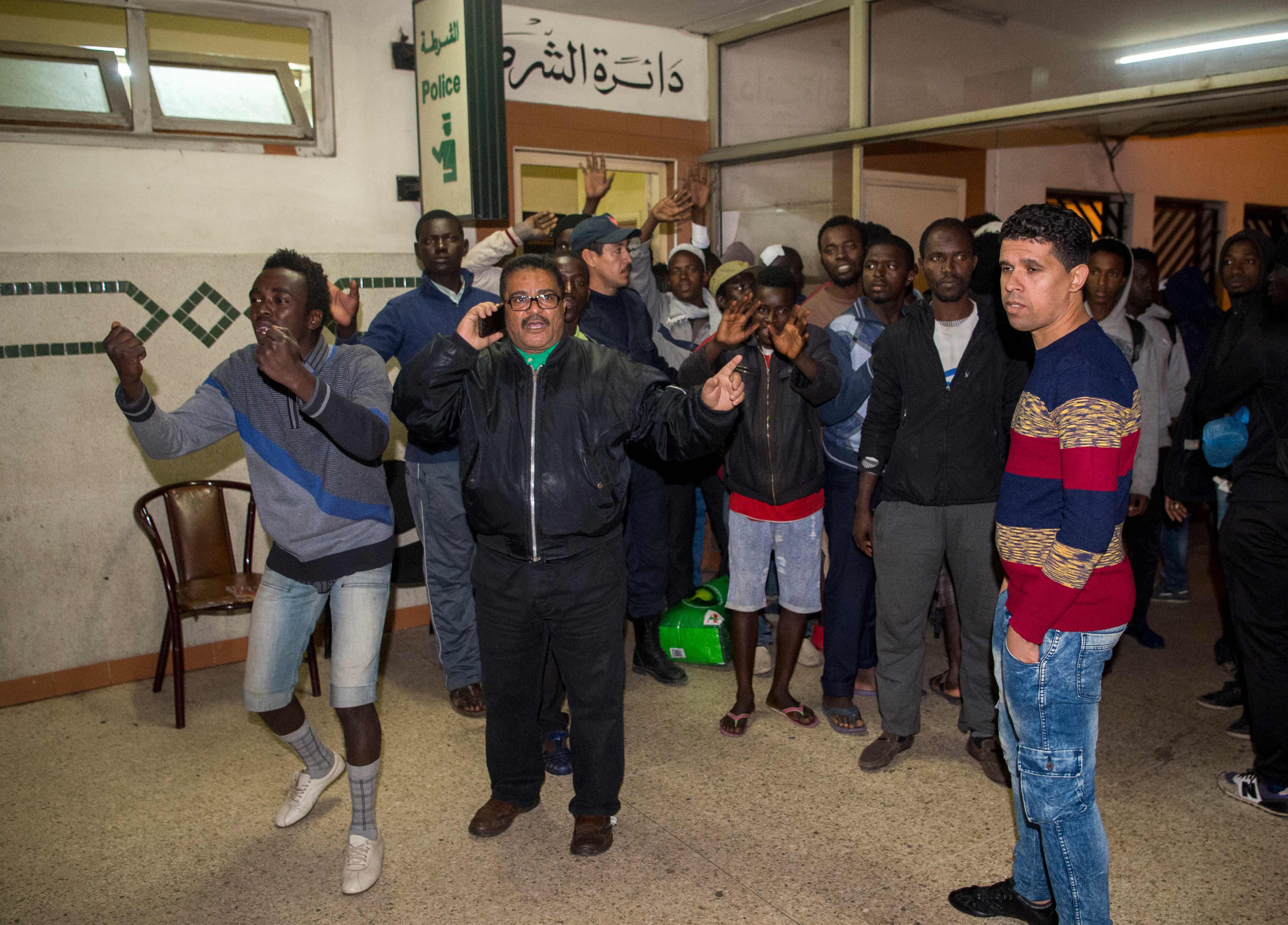 عدد من المهاجرين فى الدار البيضاء