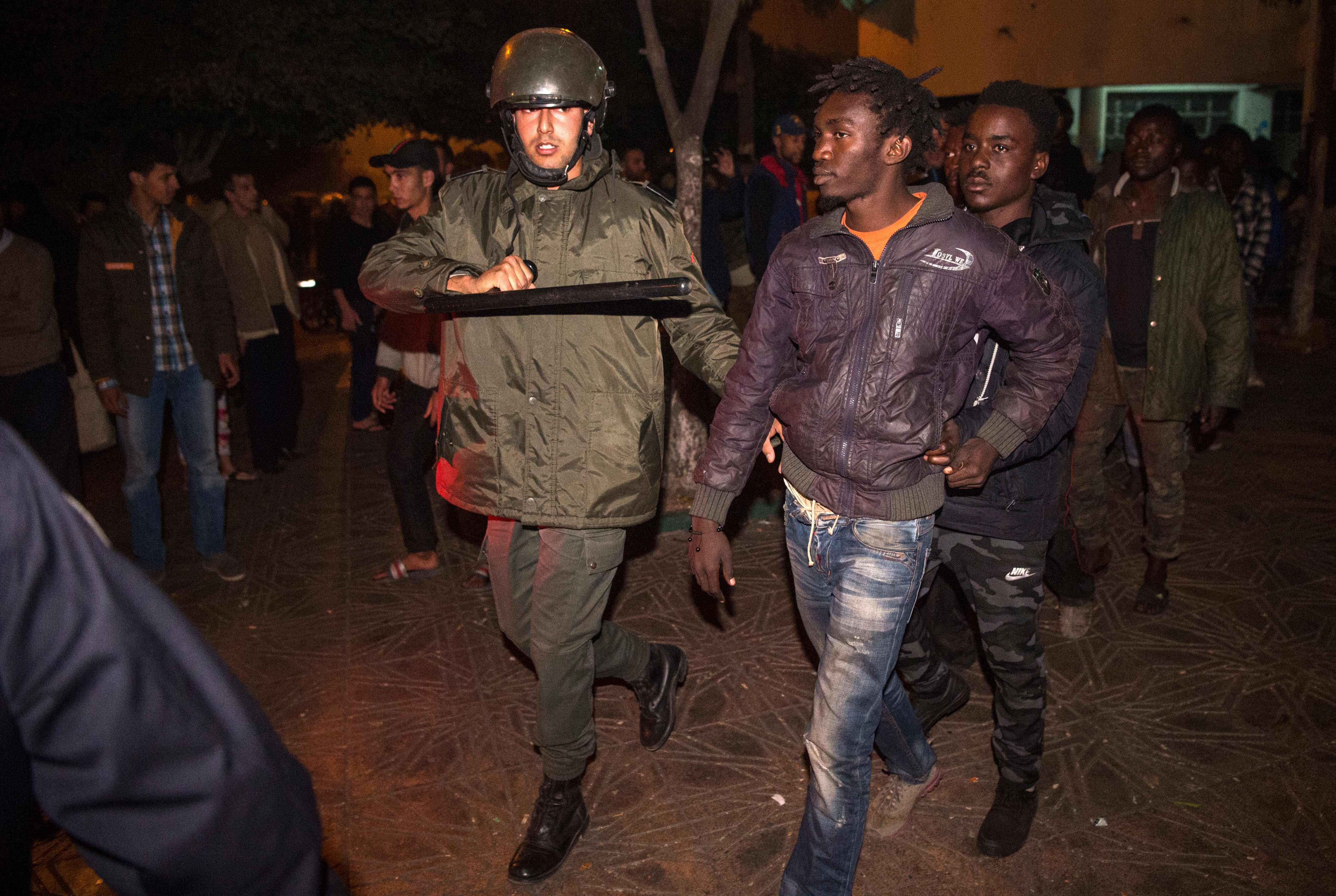الشرطة المغربية تعتقل أحد المهاجرين المشاركين فى الشغب