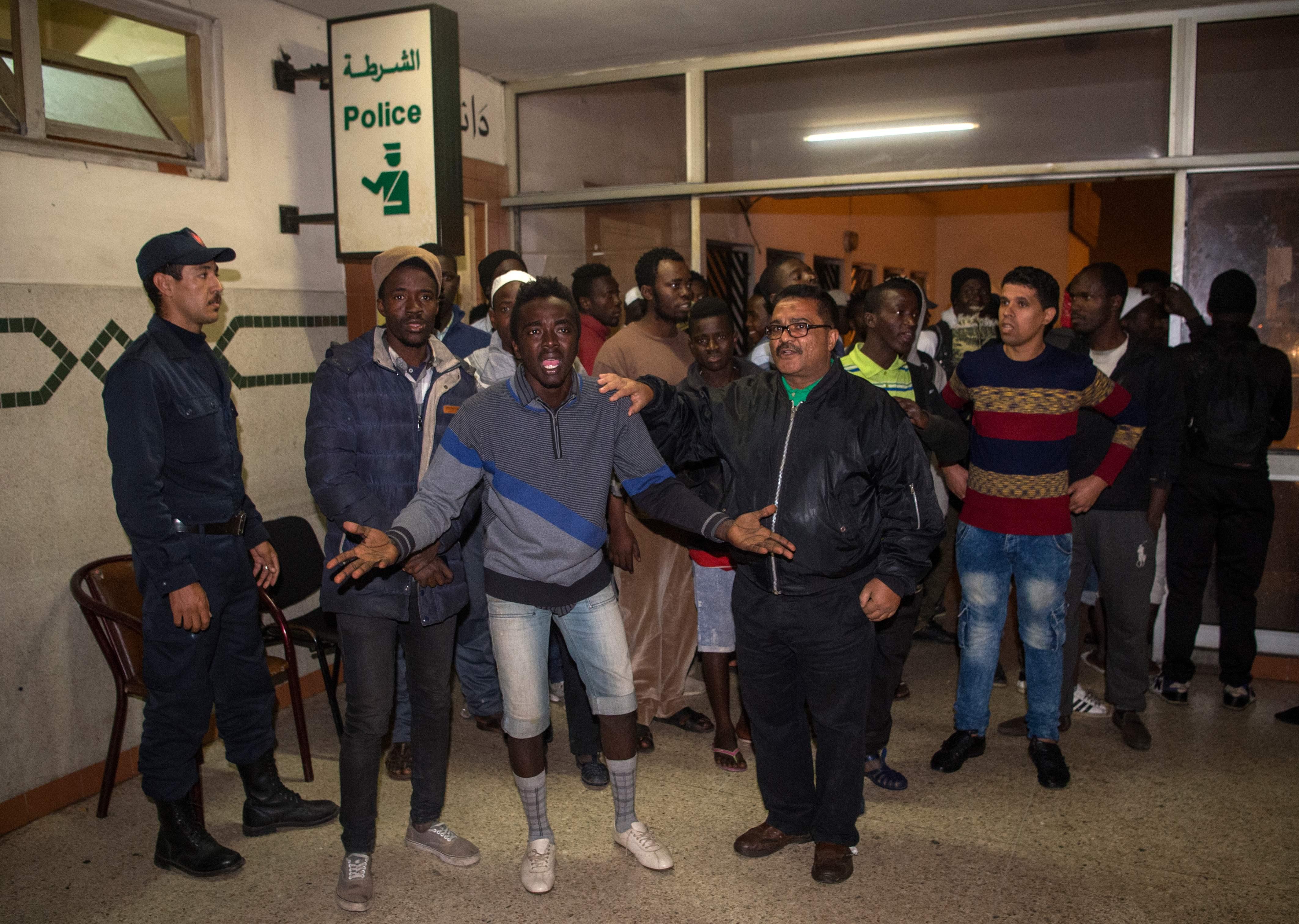مهاجرين فى مركز للشرطة