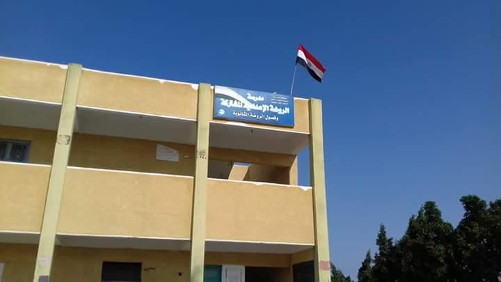 وكيل تعليم شمال سيناء تواصل زيارتها لمدارس الروضة ببئر العبد (4)