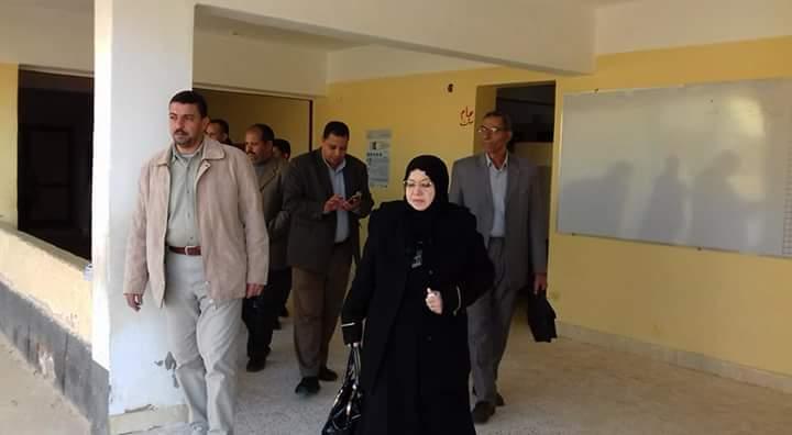 وكيل تعليم شمال سيناء تواصل زيارتها لمدارس الروضة ببئر العبد (6)