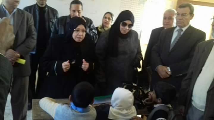 وكيل تعليم شمال سيناء تواصل زيارتها لمدارس الروضة ببئر العبد (3)