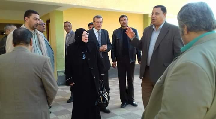 وكيل تعليم شمال سيناء تواصل زيارتها لمدارس الروضة ببئر العبد (5)