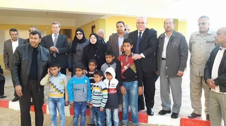 وكيل تعليم شمال سيناء تواصل زيارتها لمدارس الروضة ببئر العبد (2)