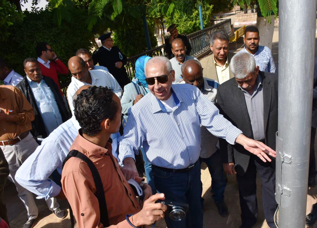 جولة محافظ أسوان بطريق كورنيش النيل (2)
