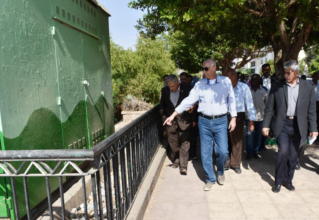 جولة محافظ أسوان بطريق كورنيش النيل (4)
