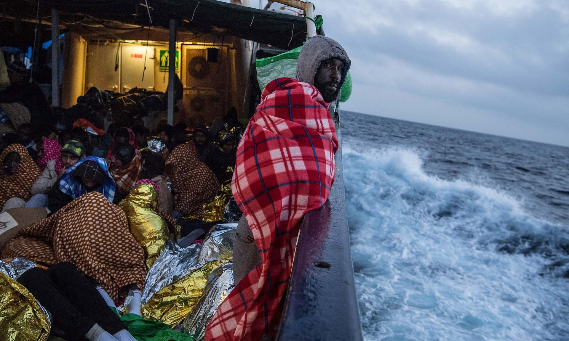 اللاجئين أثناء سفرهم على سفينة غير شرعيه