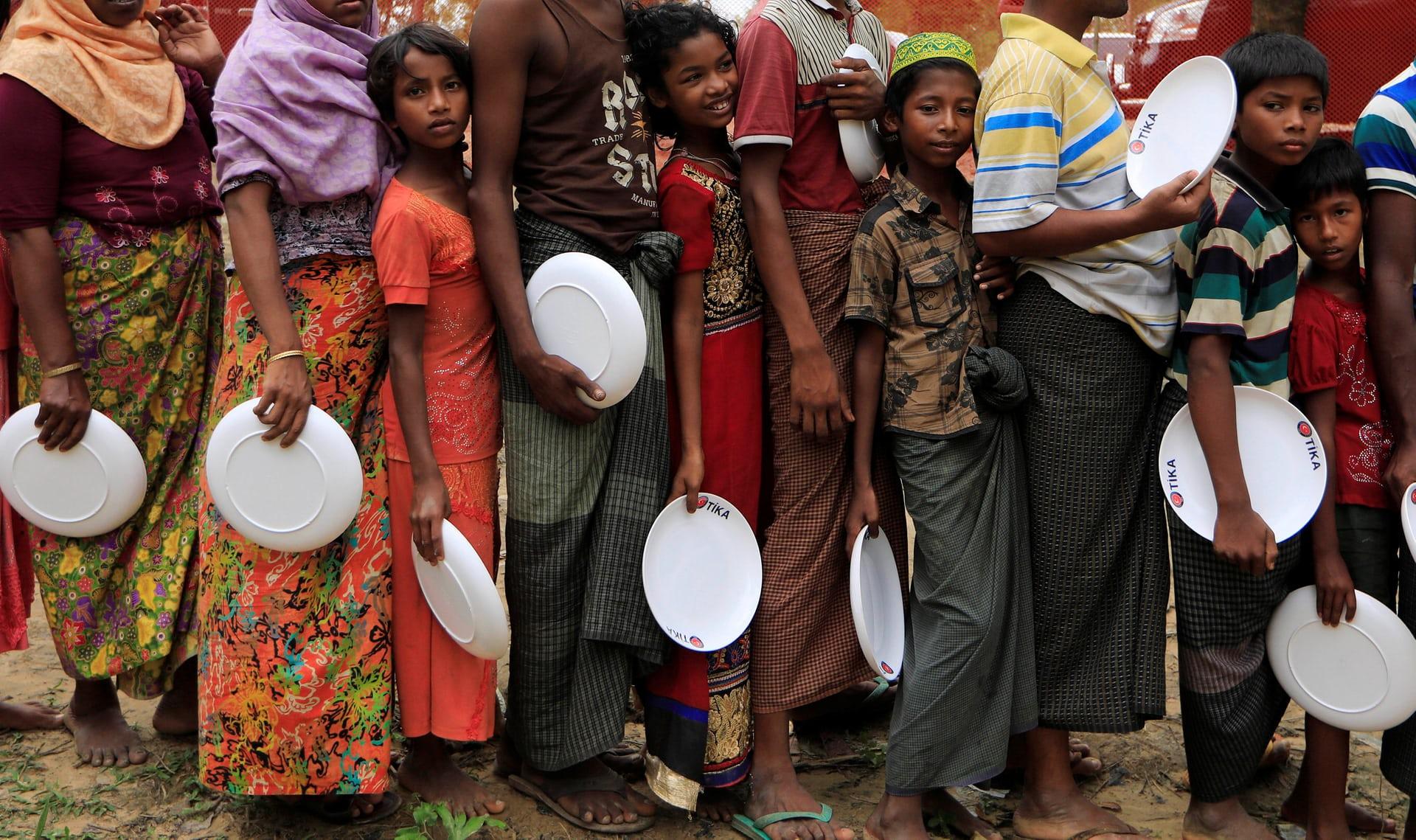 طابور الحصول علي الطعام من الروهينجا