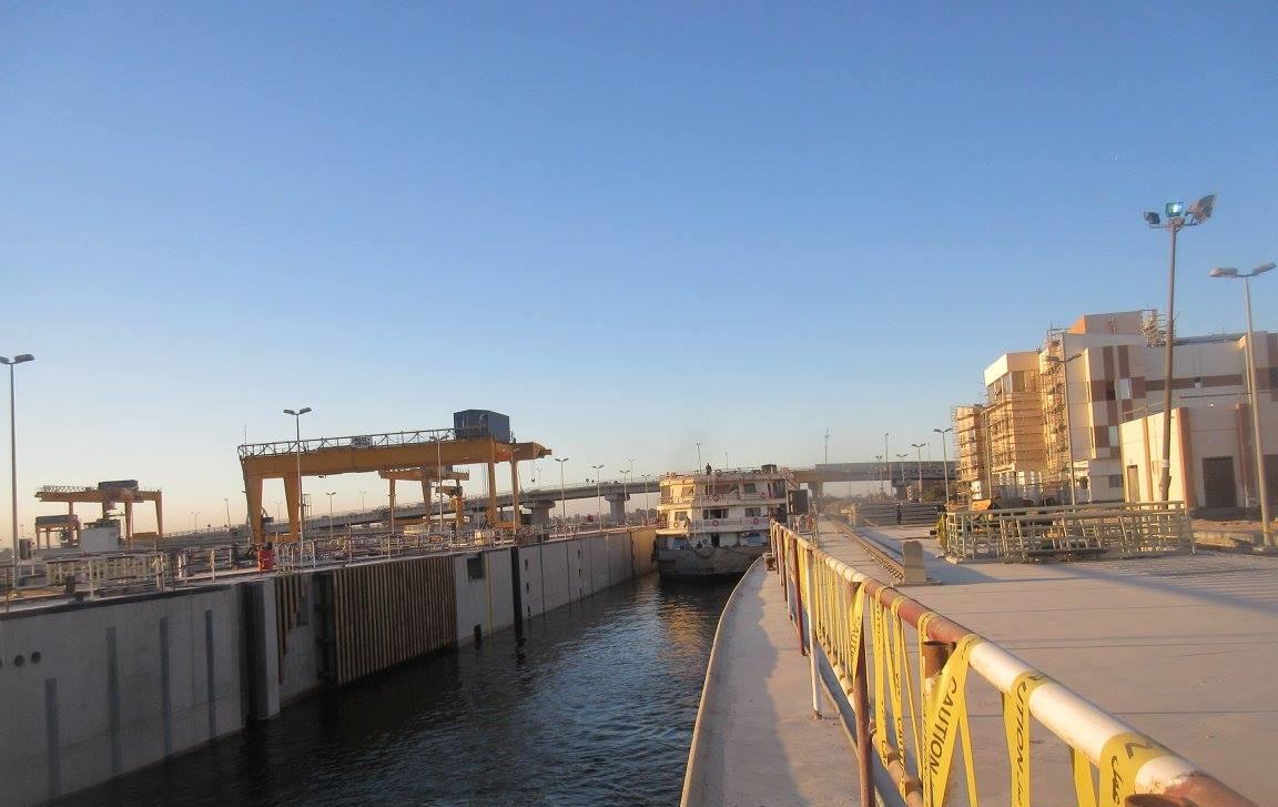 7- جانب من عبور السفينةالسياحية قناطر اسيوط