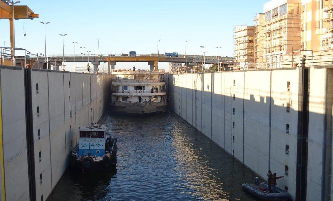 1- عبور أول سفينة سياحية بقناطر أسيوط الجديدة