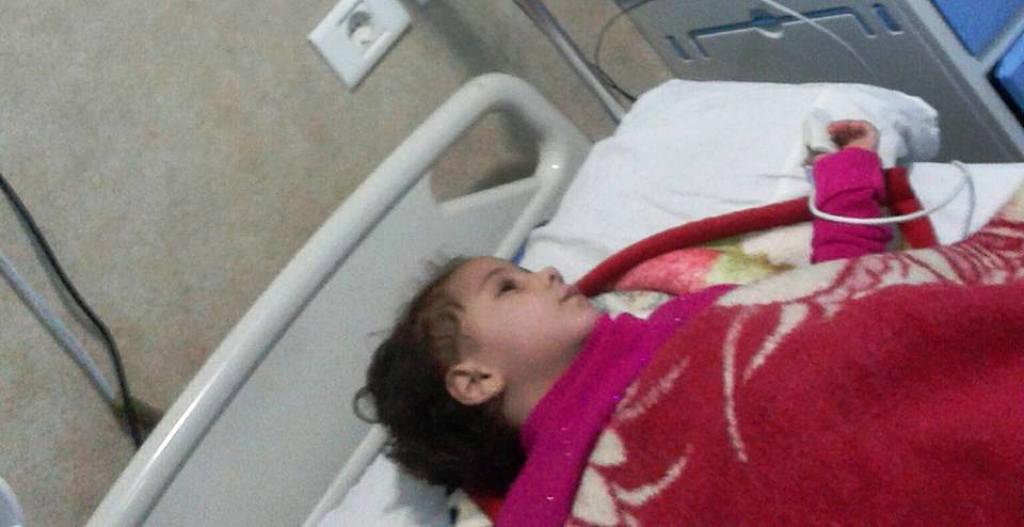 الطفلة على سرير الطوارىء  (1)