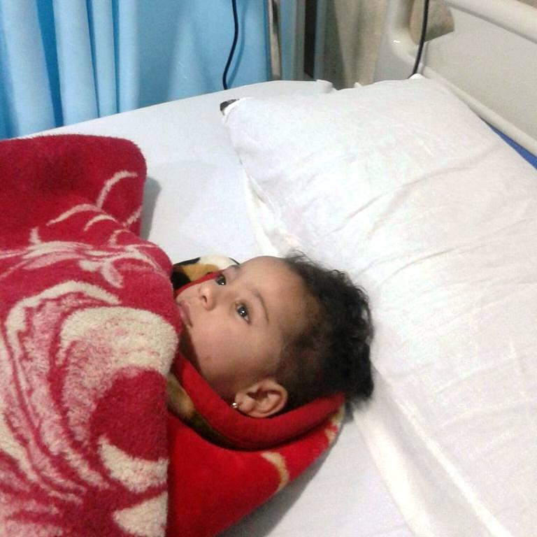 الطفلة على سرير الطوارىء  (2) (1)