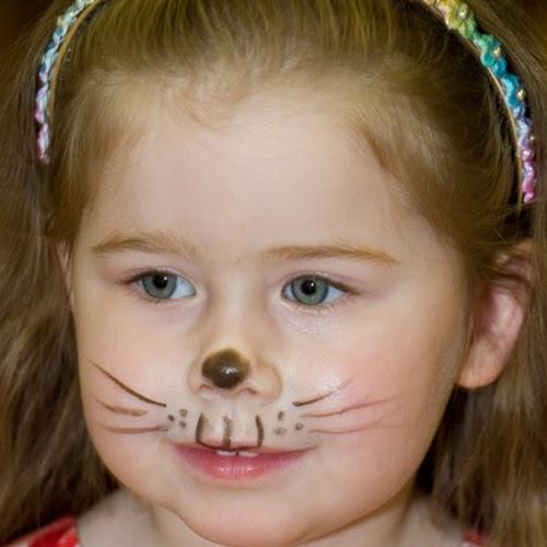 صورة رسم بسيط باللون الاسود على شارب طفلة يشبه القطة