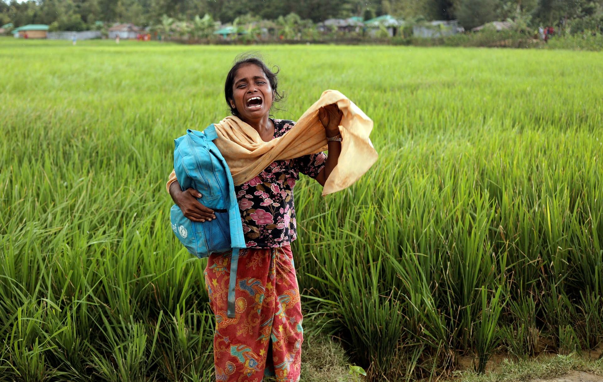 بكاء طفلة من لاجئ الروهينجا