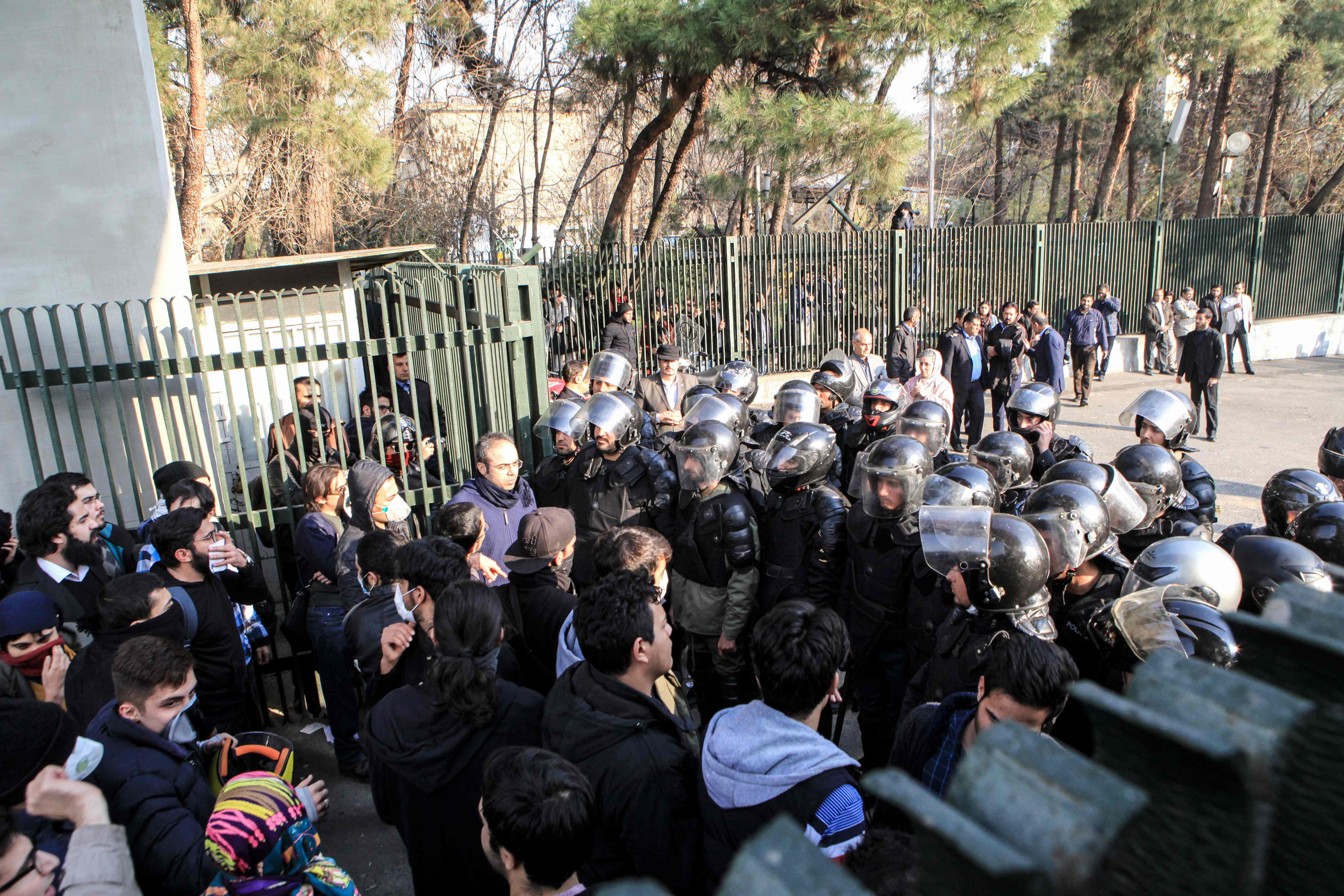 قوات مكافحة الشغب فى ايران