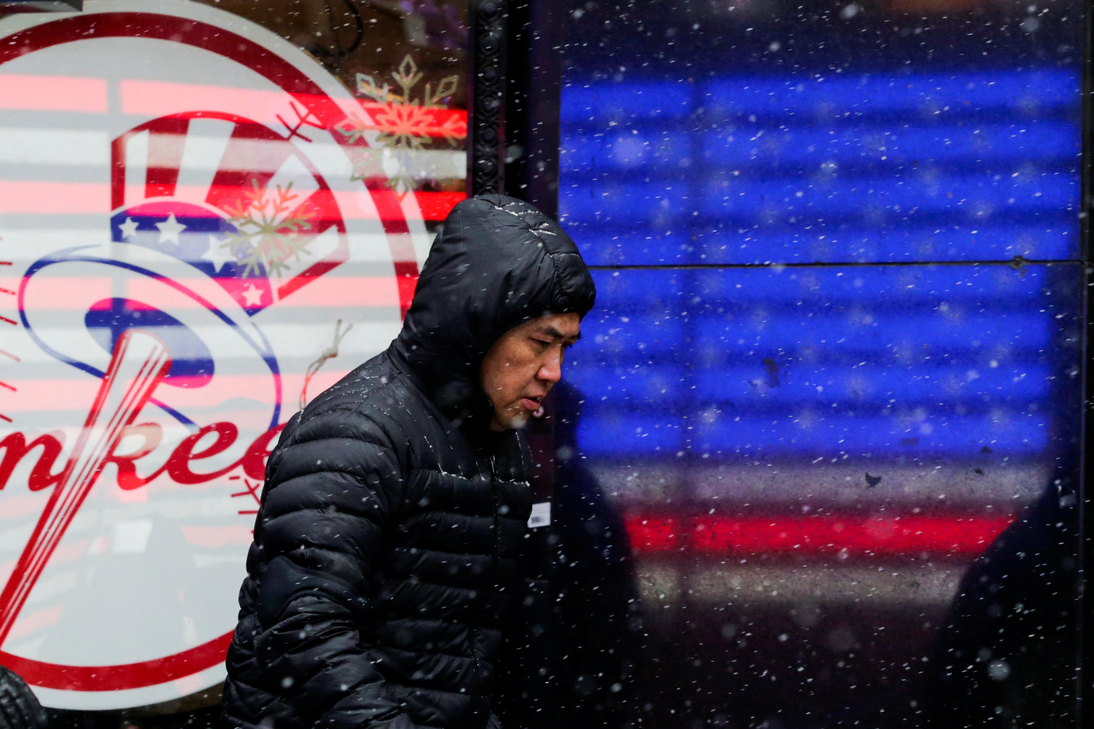 تساقط الثلوج فى ساحة تايمز سكوير