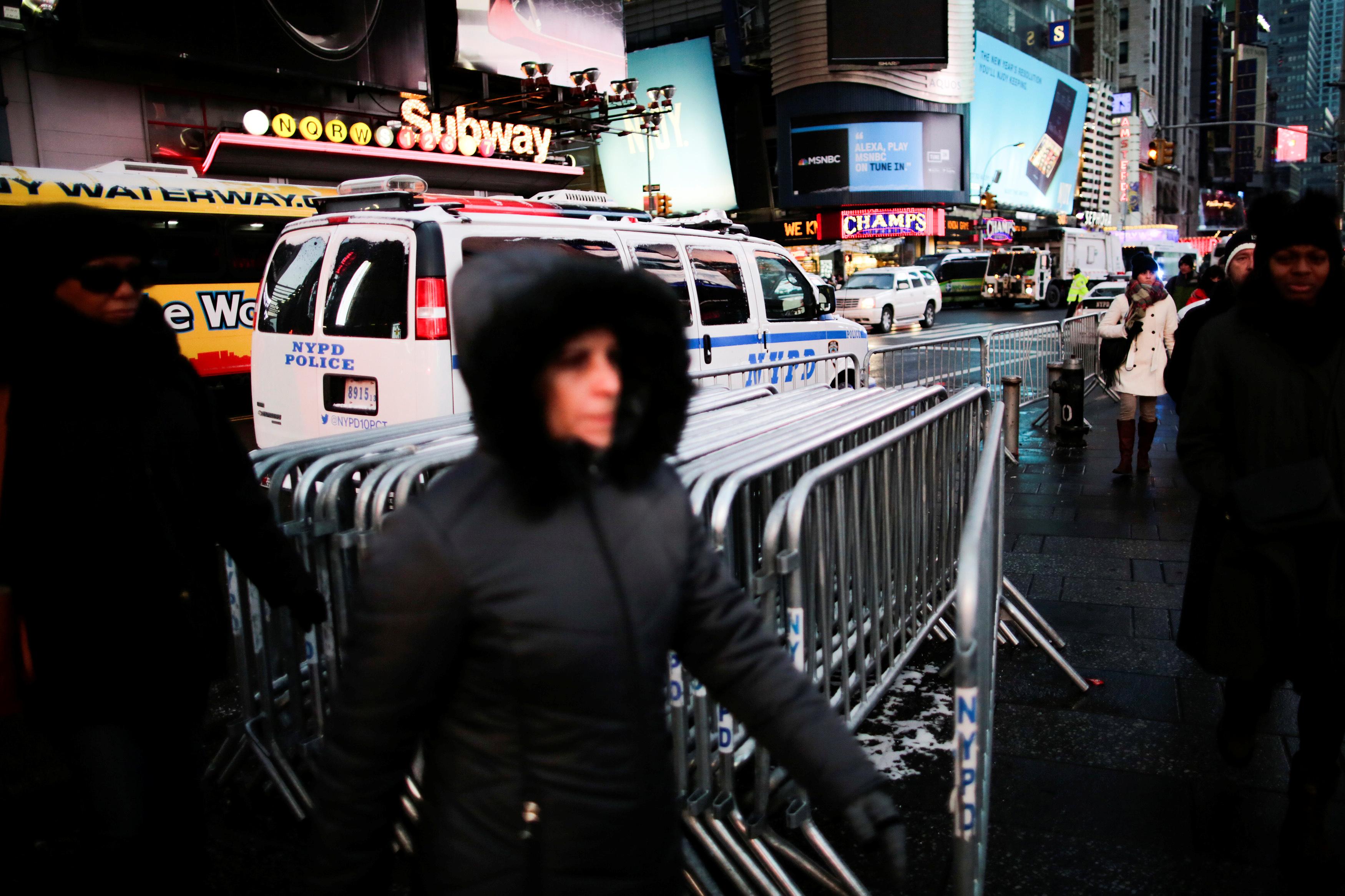 متاريس حديدية فى شوارع نيويورك