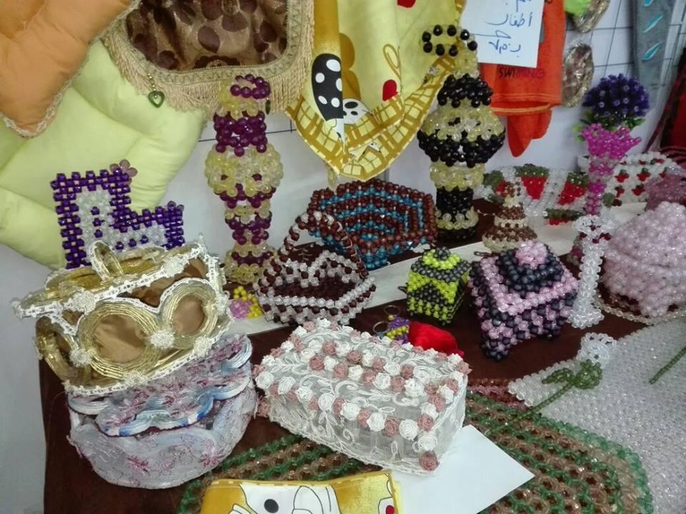 النساء والشباب تصنع زينة رمضان من المخلفات الصناعية (4)