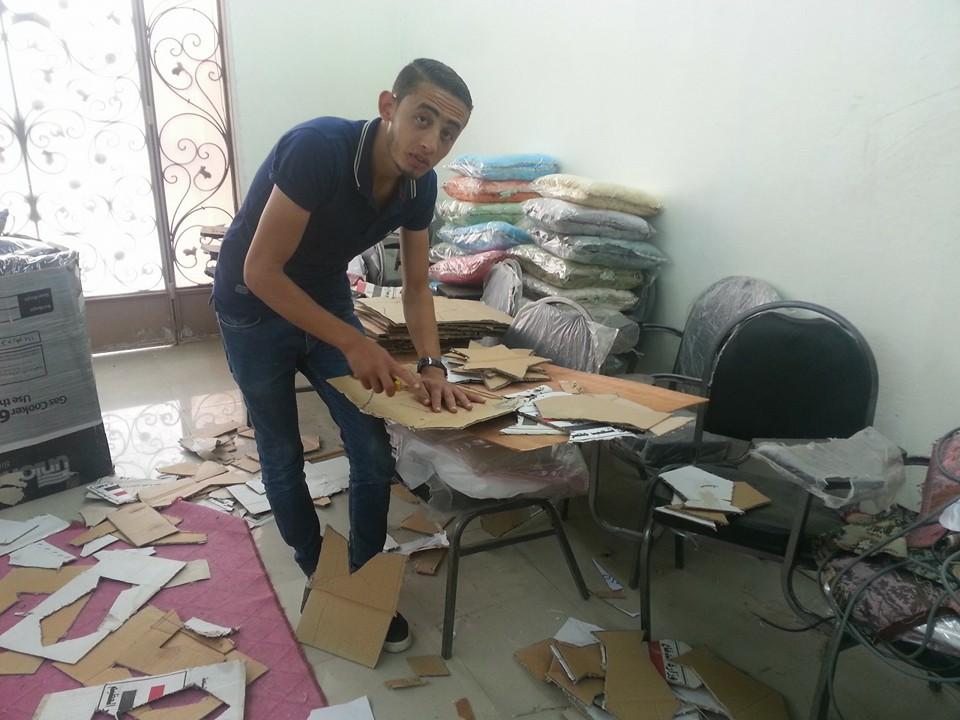 النساء والشباب تصنع زينة رمضان من المخلفات الصناعية (12)