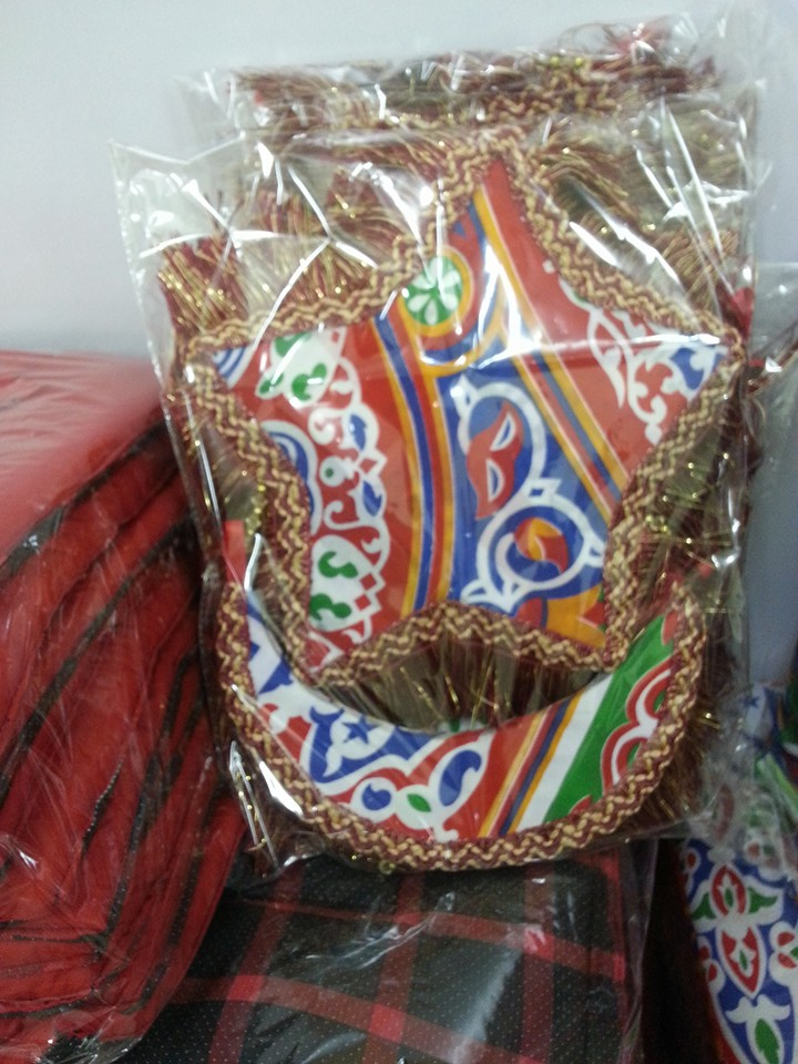 النساء والشباب تصنع زينة رمضان من المخلفات الصناعية (5)