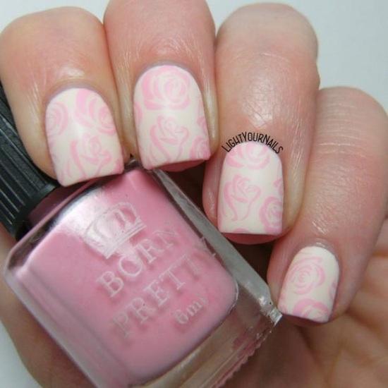 طلاء أظافر بشكل الزهور الوردية
