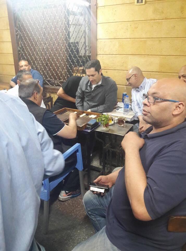 78318-علاء-مبارك-على-المقاهى-بمنطقة-أمبابة
