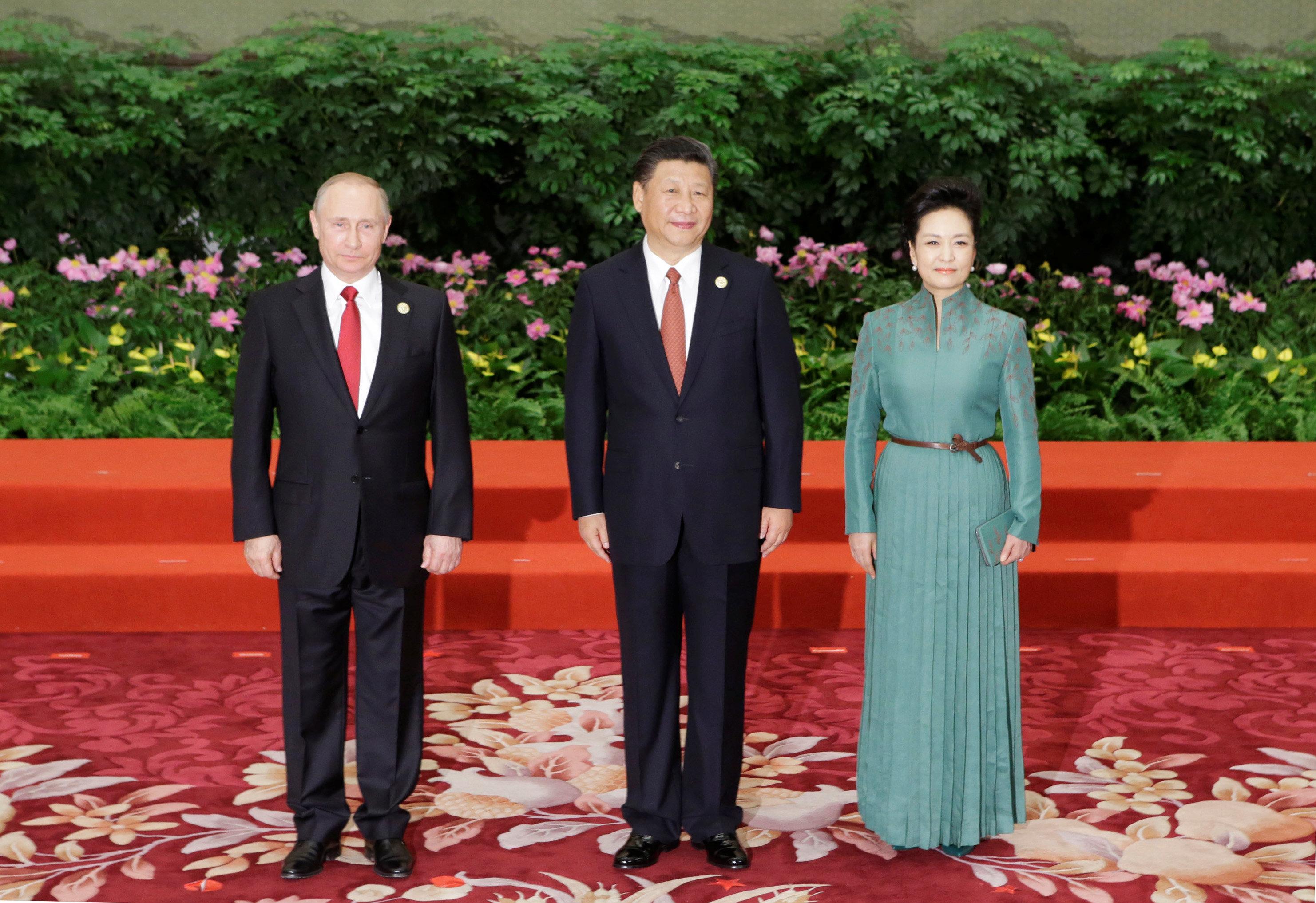 الرئيس الروسى ونظيره الصينى وزوجته