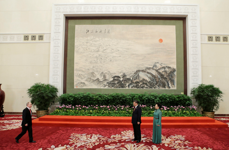 الرئيس الصينى وزوجتة فى يستقبلون بوتين