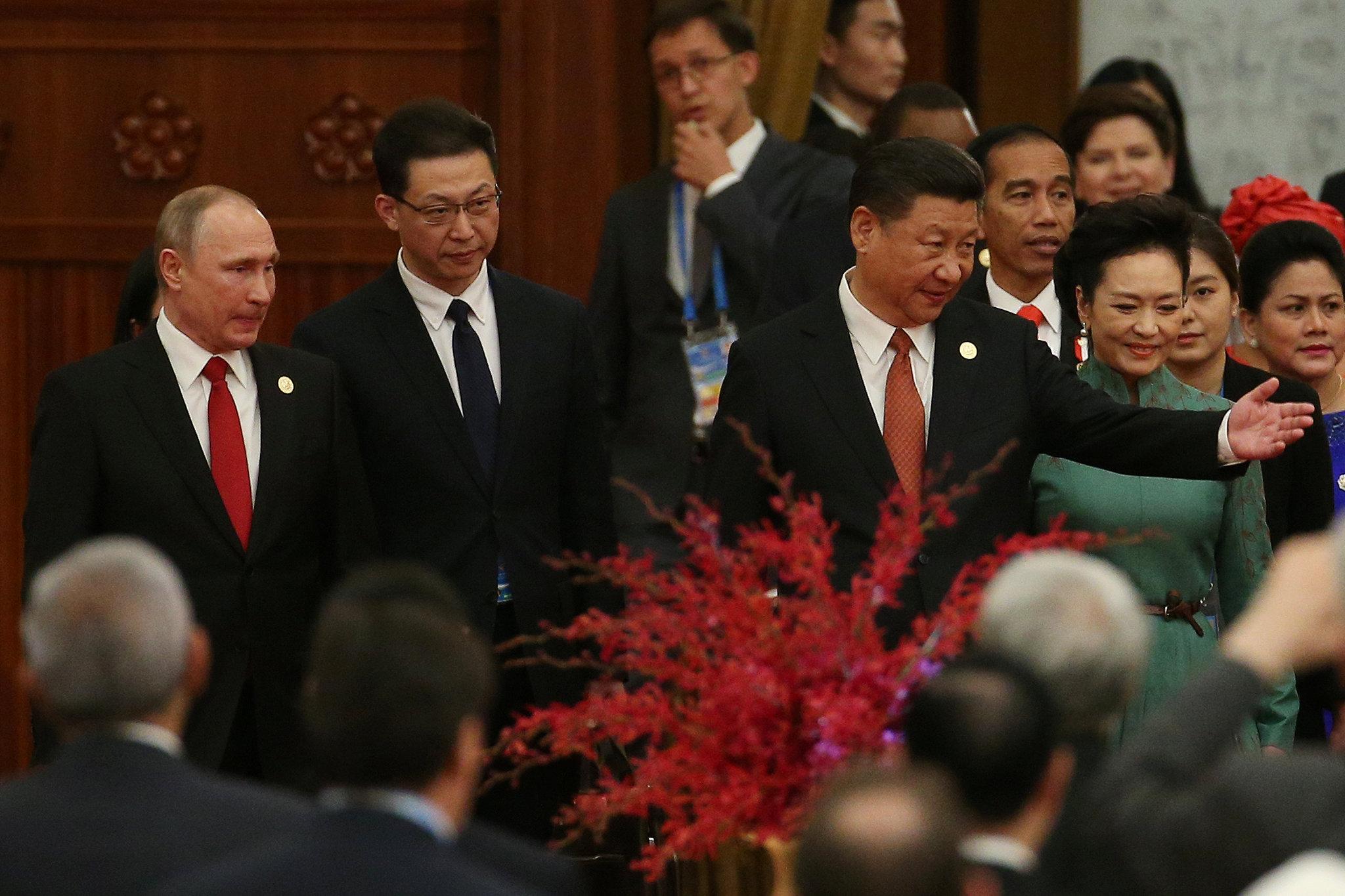 الرئيس الصينى يرحب بالرئيس الروسى