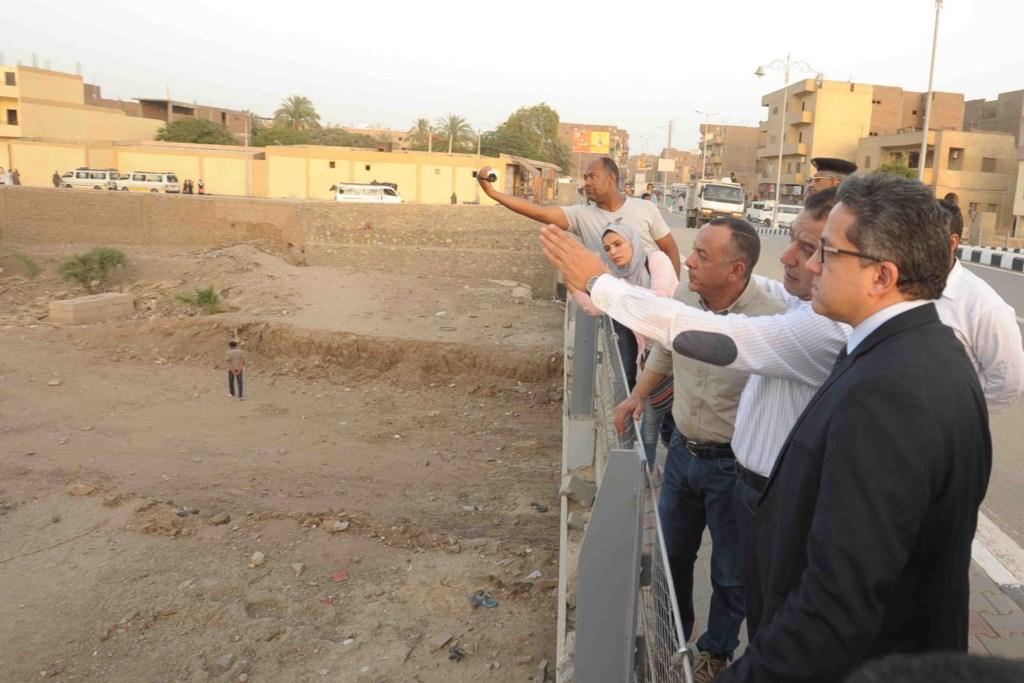 3- الوزير يؤكد علي تشكيل لجنة لعمل طريق الكباش