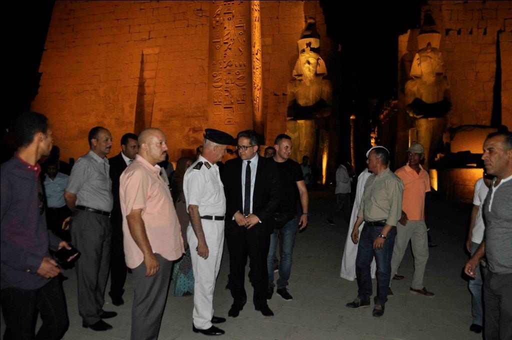4-وزير الآثار يوافق علي ترميم تمثال جديد للملك رمسيس الثاني بمعبد الأقصر