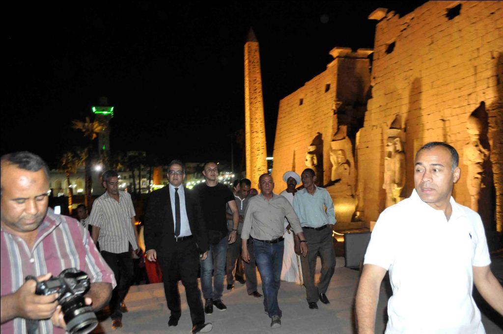 12- جولة الوزير داخل معبد الأقصر
