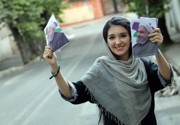 احدى الناشطات في حملة اعادة انتخاب روحاني