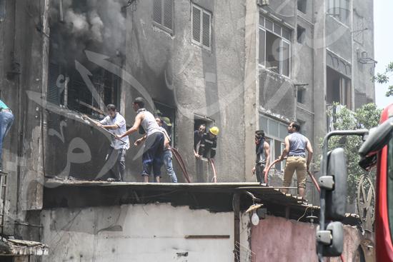 حريق بسوق الملابس في إمبابة (11)
