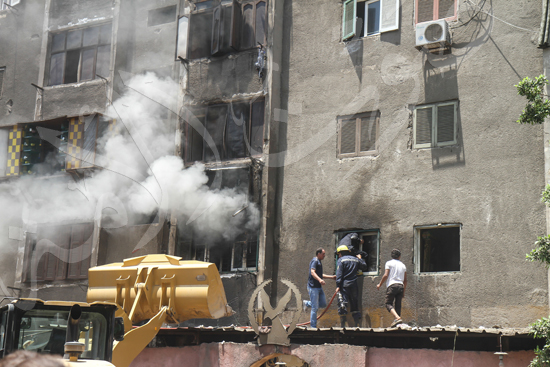 حريق بسوق الملابس في إمبابة (1)