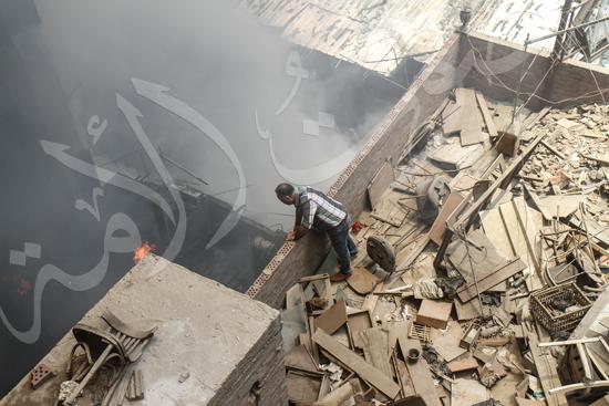 حريق بسوق الملابس في إمبابة (8)