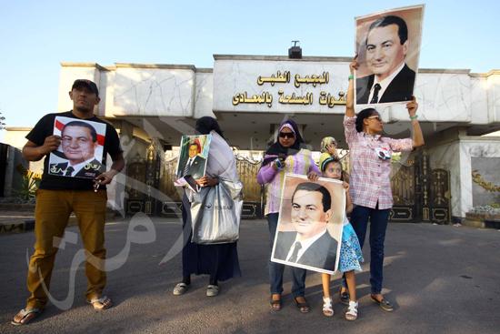 انصار مبارك امام مستشفي العسكري تصوير محمود حفناوي 22-8-2013 (1) copy