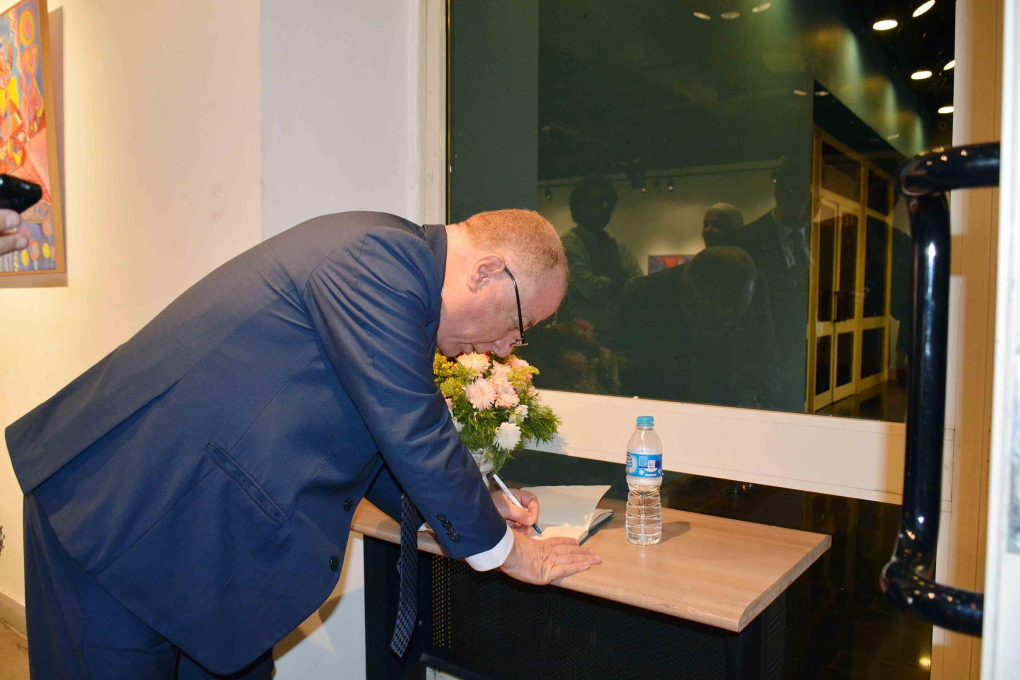 وزير الثقافة يتفقد معرض نجاة فاروق في الهناجر  (2)